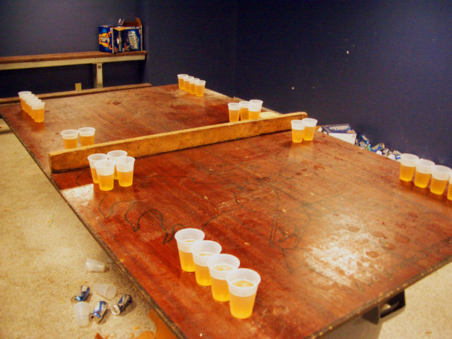 Strip beer pong college trinkspiel